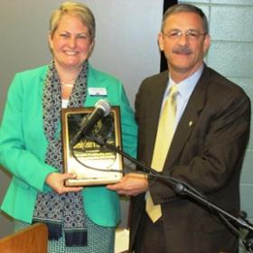 From left, Dr. Deronda Mobelini, UCM director, and MSU President Wayne D. Andrews.