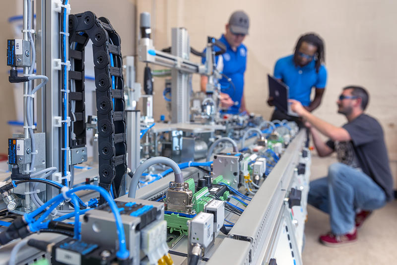 Electrical Engineer Equipment : K nsf grant for scholarships boosts mtsu mechatronics