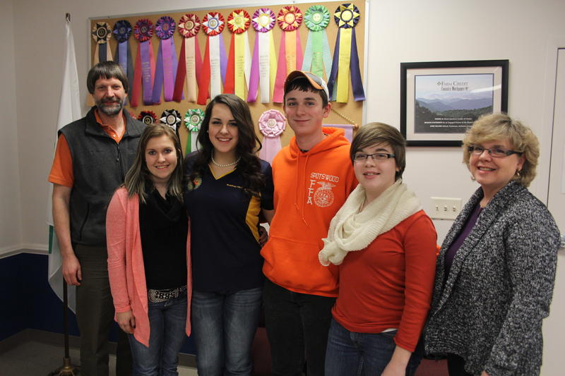 The livestock judging team during a weeknight practice in Harrisonburg. From left to right: Dave Walker (co-coach), MaKayla Nesselrodt, Caley Ellington, Bailey Carpenter, Hannah Craun and Tammy Craun (co-coach).