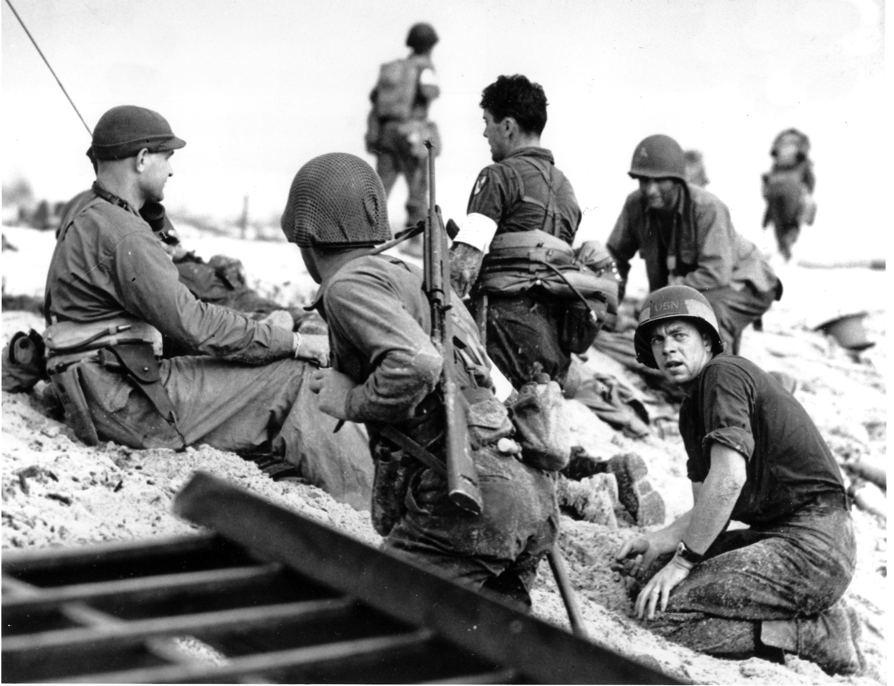 us homefront during ww2 essay In response to growing threats from the axis powers during the late 1930s, the united states congress passed a on the home front during world war.