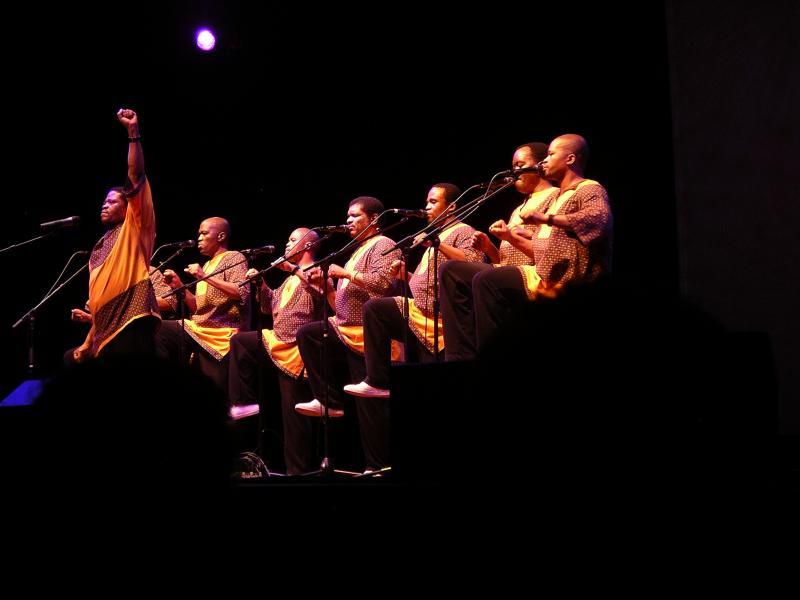2006 performance photos of Ladysmith Black Mambazo in concert at Ravinia.