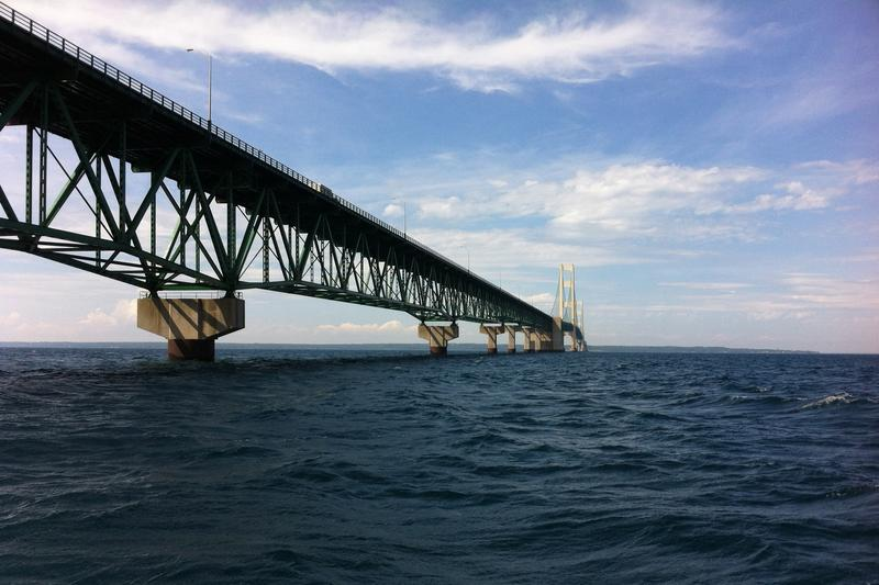 https://commons.wikimedia.org/wiki/File:Mackinac_Bridge_from_Straits_of_Mackinac_during_boat_tour_-_0012.jpg