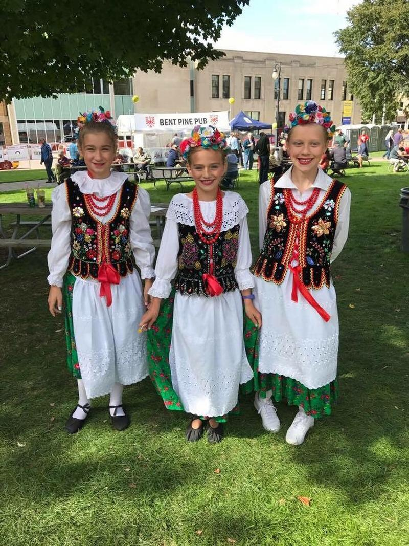 Girls from the Malbork dance group