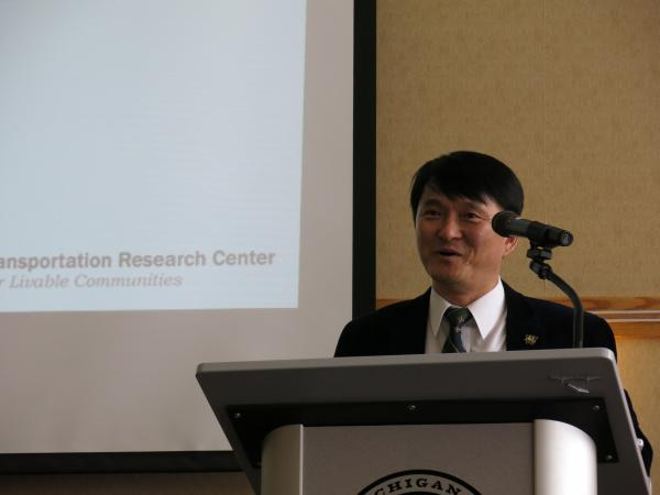Transportation Research Center director Jun-Seok Oh speaks at the organization's inaugural meeting.