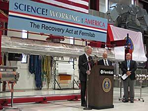 Congressman Bill Foster makes announcement at Fermilab