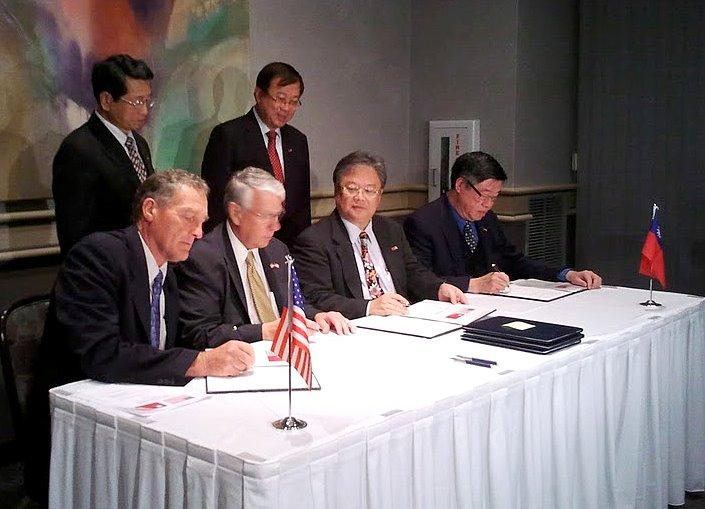 Officials from Taiwan and northern Illinois sign a Letter of Intent regarding corn, soybeans, and overall good feelings between the two nations.