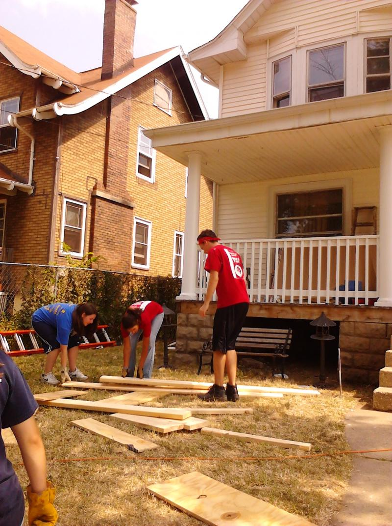 Volunteers fix up on home on Park Avenue in Rockford