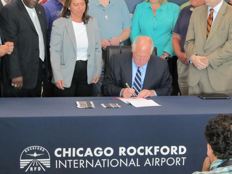 Gover Pat Quinn signing a new Illinois law during a stop in Rockford