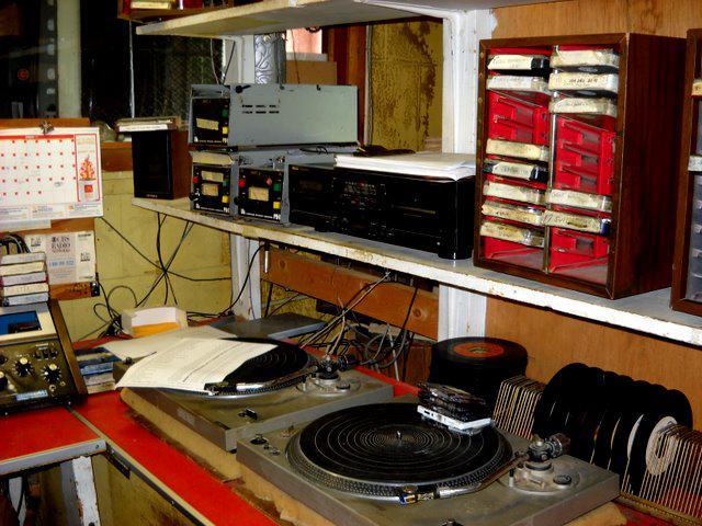 Joe Salvi mentions two turntables and a cart machine in the interview. Well, here they are.