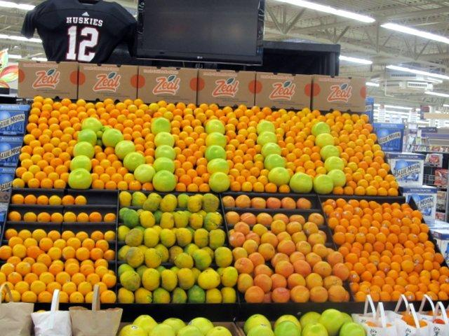 Hy-Vee in Sycamore shows its bowl spirit