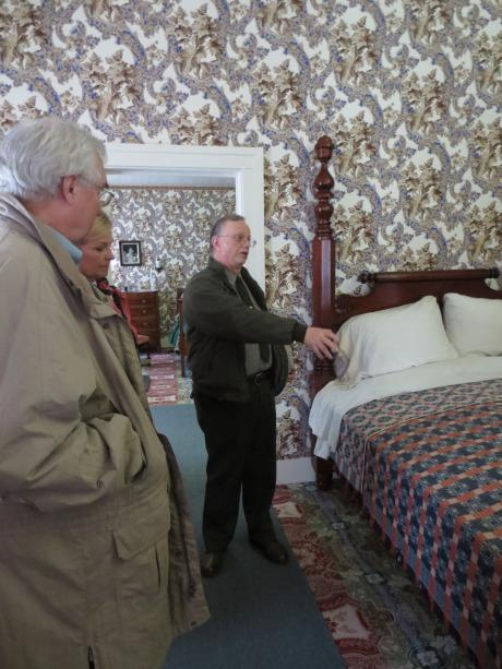 Bob Sablotny tells visitors about Abraham Lincoln's bedroom