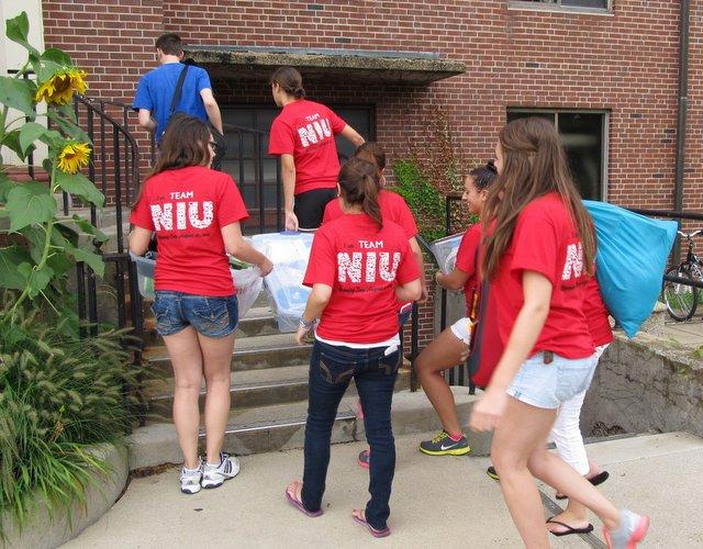 Volunteers do most of the heavy lifting as students move in to Neptune North at NIU