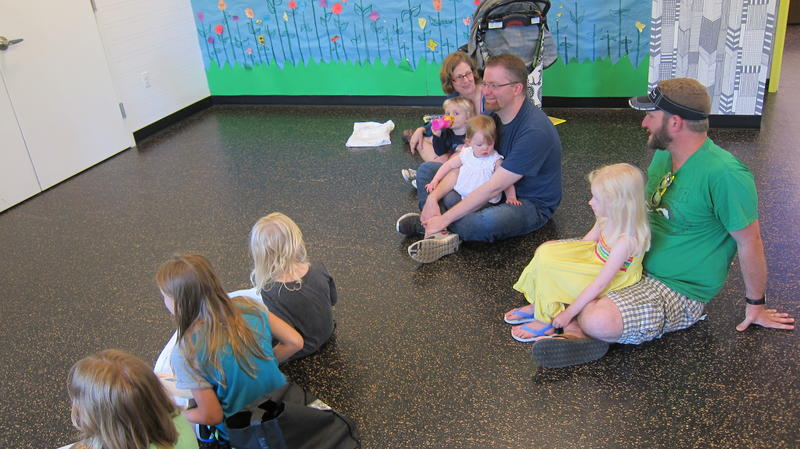 Parents listen to the reading with their children