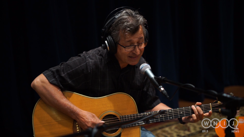 Jim Kanas performs in WNIJ's Studio A