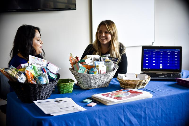 Health promoters Rocio Marungo and Chessa Kendrick offered raffle baskets and food portion charts.
