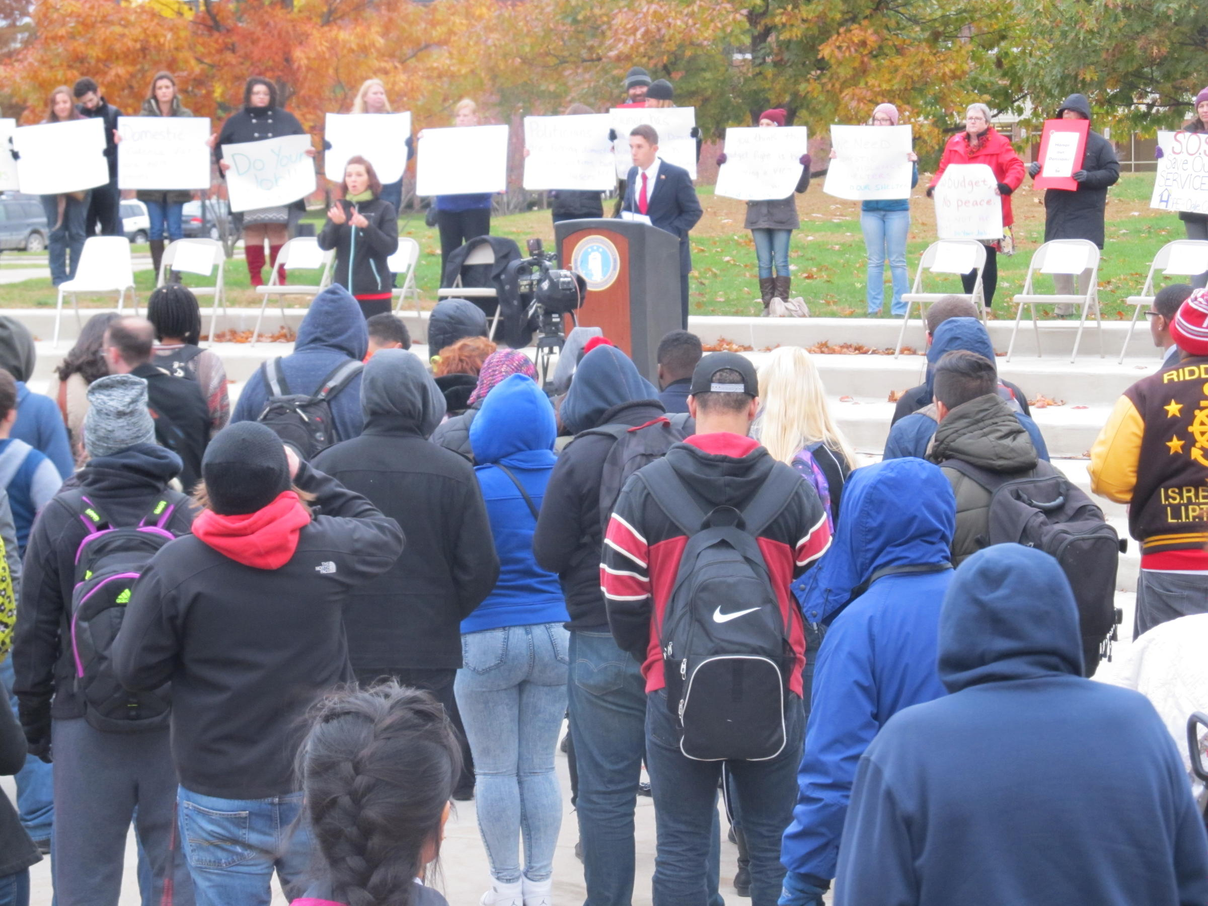 northern illinois college students rally for end to budget gridlock