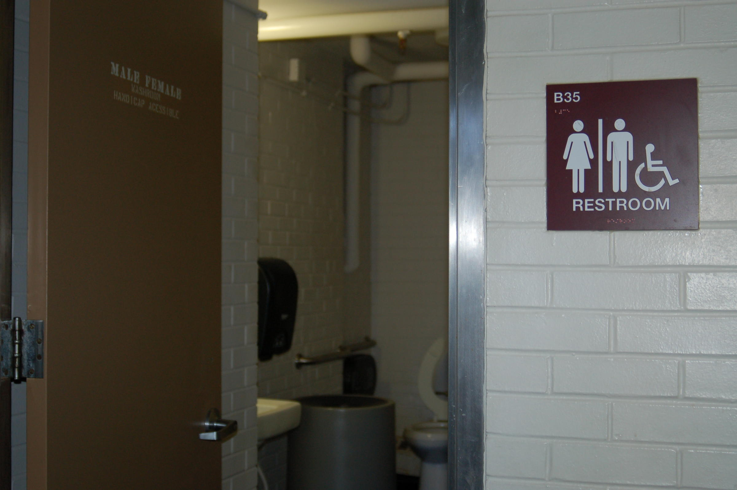 Gender neutral bathrooms on college cuses 28 images for Bathroom decor unisex