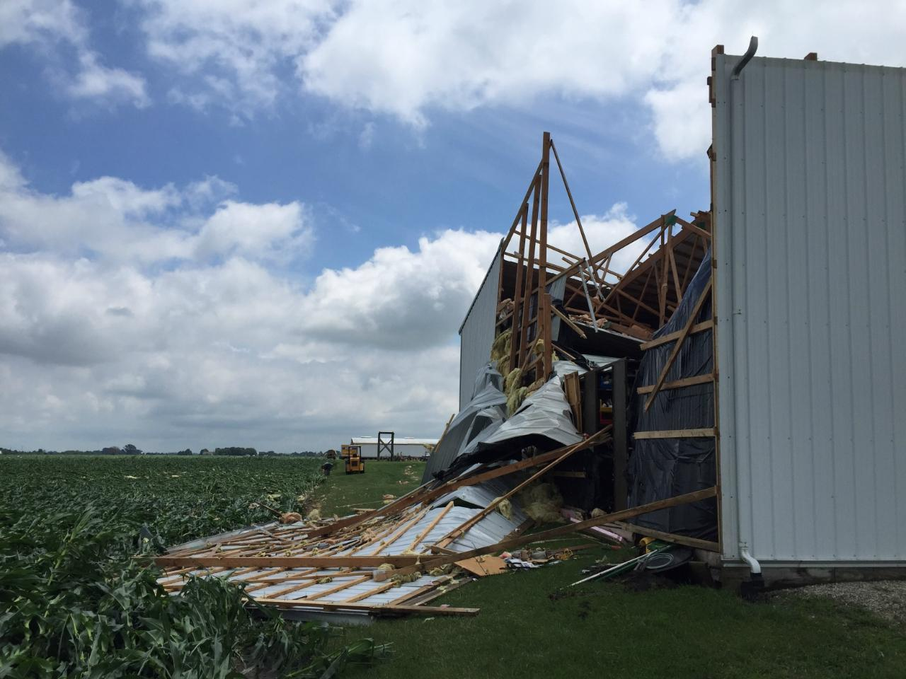 Damage reported from tornadoes in Illinois