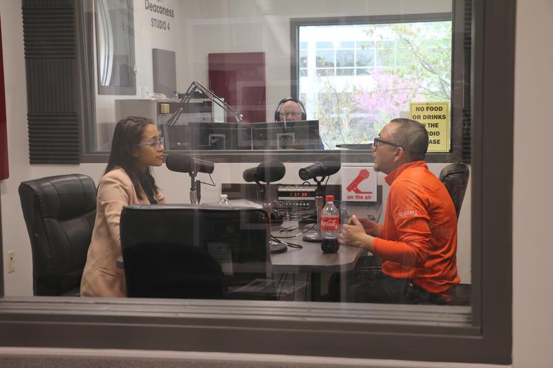 Paola Marizán talking to Cesar Roman about education.