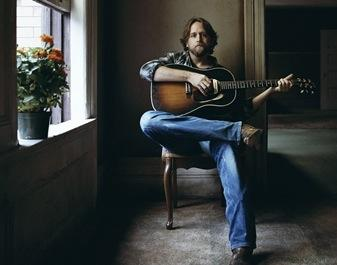 Hayes Carll will visit the WNKU studio Wednesday before his show at the Redmoor that night. Provided photo