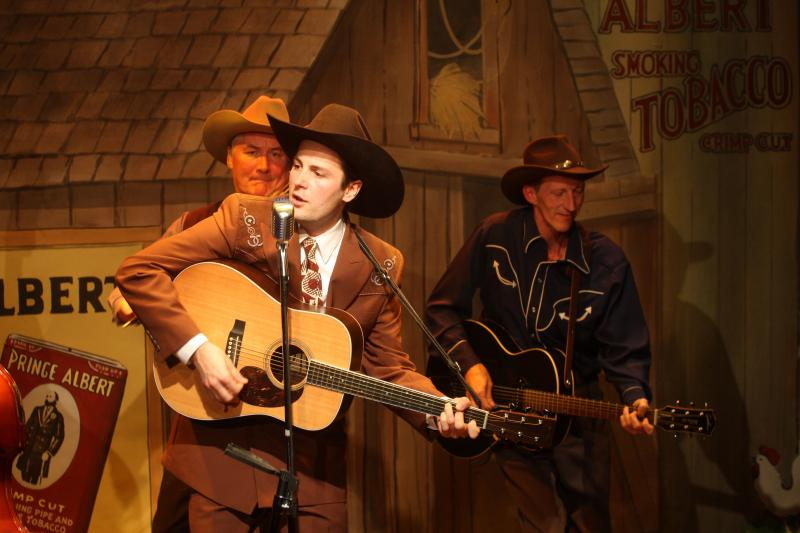 Peter Oyloe as Hank Williams