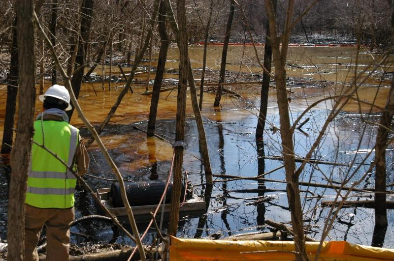 Sunoco Logistics/Mid-Valley contractors removing oil from pond using skimmers