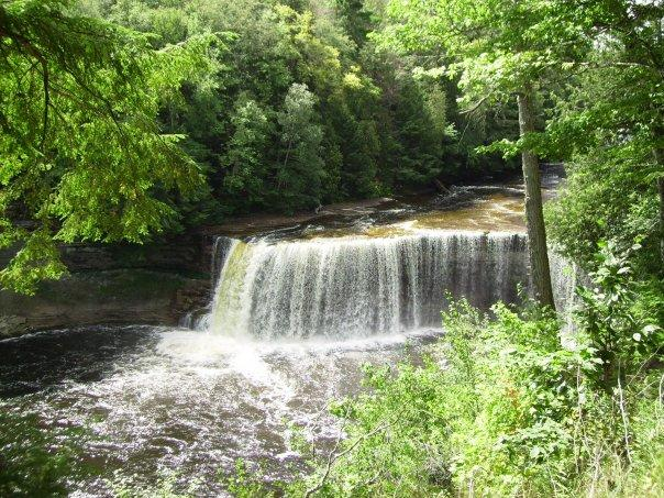 Officials reopen tahquamenon falls state park wnmu fm for Cabins near tahquamenon falls