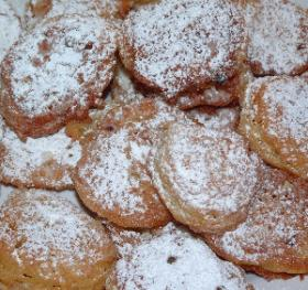 You probably know what apple fritters look like. (via Wikimedia Commons)