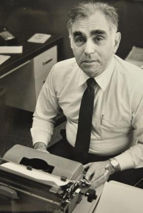 Former <em>Hartford Courant</em> managing editor Irving Kravsow.