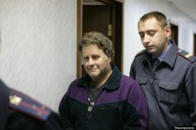 """Arctic Sunrise captain Peter Willcox in custody. His wife, Maggy, noted his """"wry smile"""" which told her he is """"okay."""""""