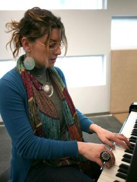 Sissy Castrogiovanni on piano.