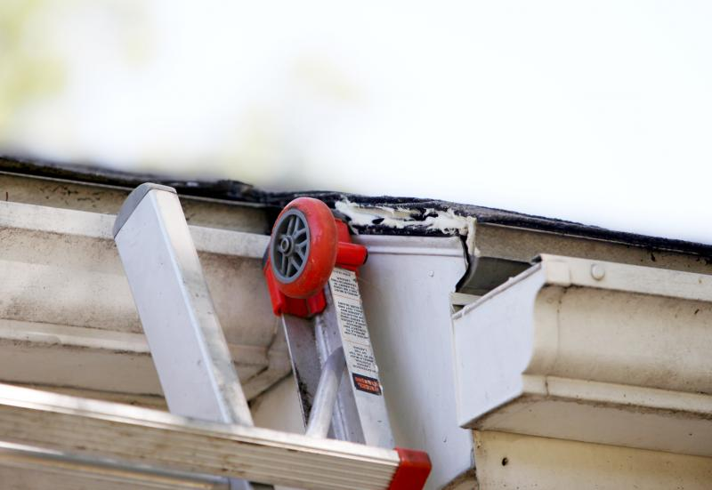 This homeowner used caulk in hopes of trapping and containing the nest.