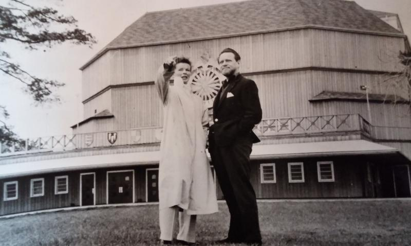 Katharine Hepburn and Alfred Drake in front of the theater in 1957.