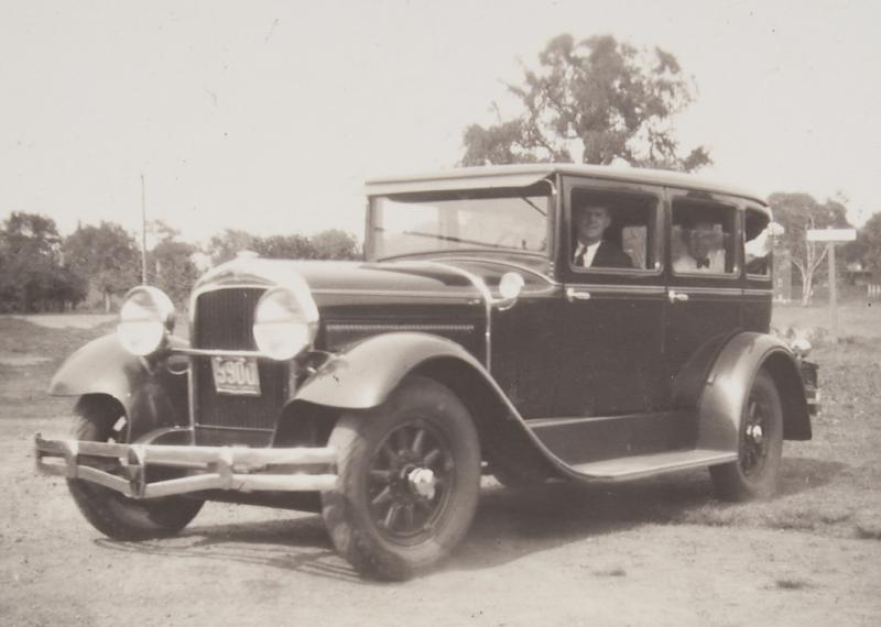 1924/25 Packard automobile.  Photograph, 1920s. The Veeder House was built with many features to accommodate the automobile.
