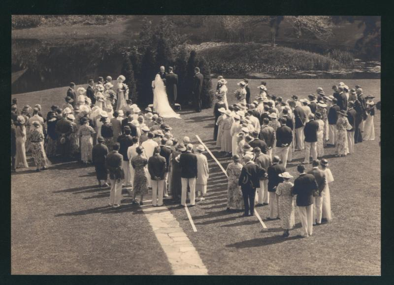 The wedding of Dorothy Veeder and Charles Tilton on the grounds of One Elizabeth Street, Hartford, photograph, 1934.