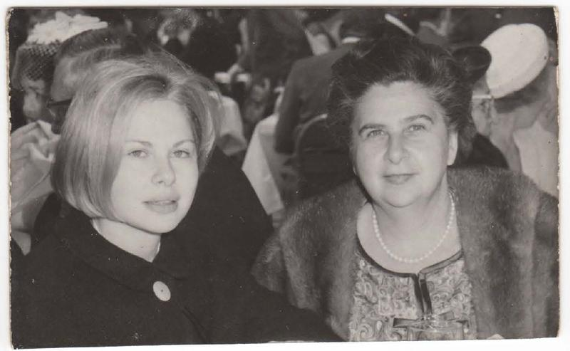Sue Mengers with her mother Ruth