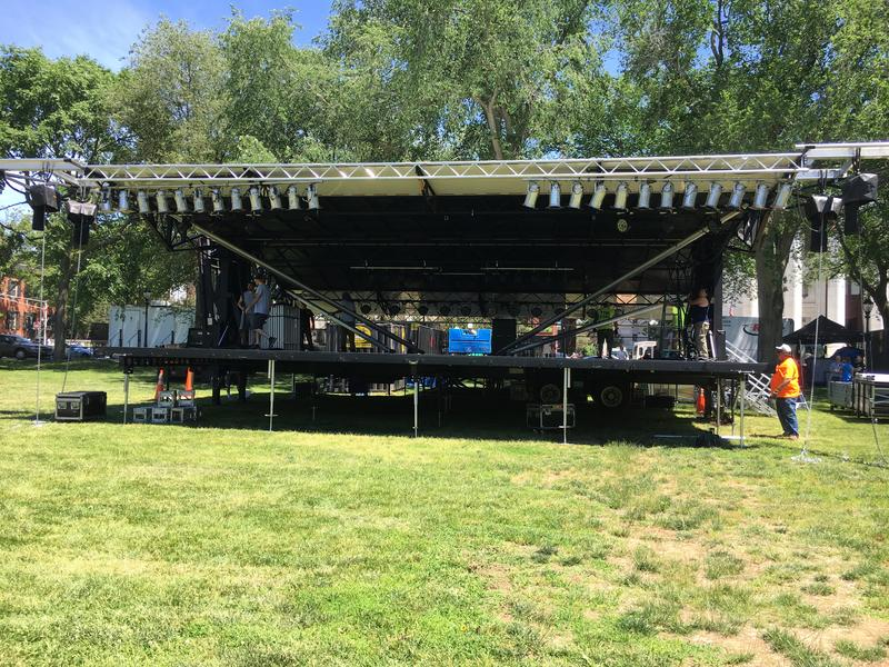 Crew setting up new stage on New Haven Green