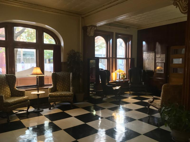 The lobby of the Hotel Duncan.