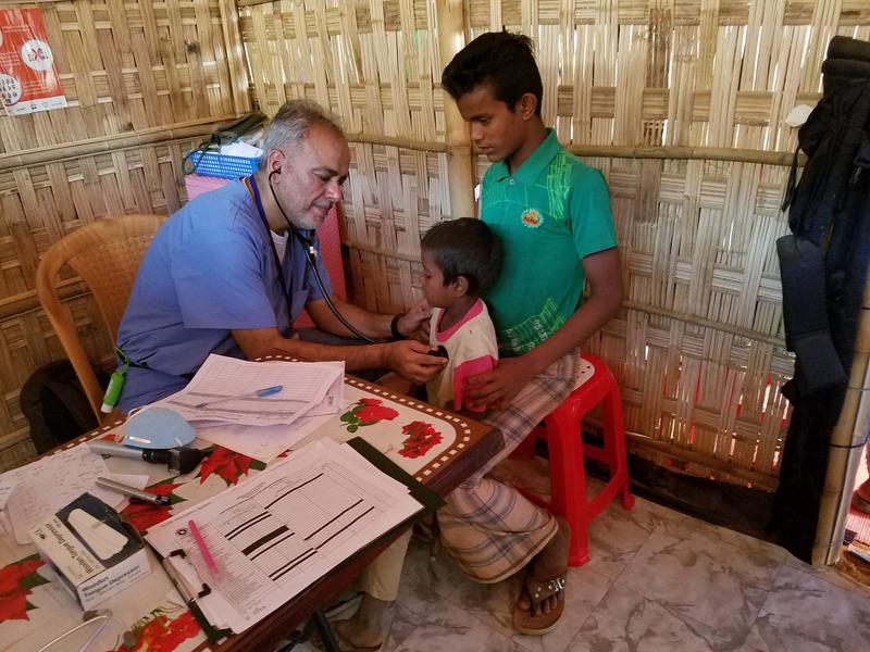 Dr. Saud Anwar sees patients, Kutupalong refugee camp Bangladesh