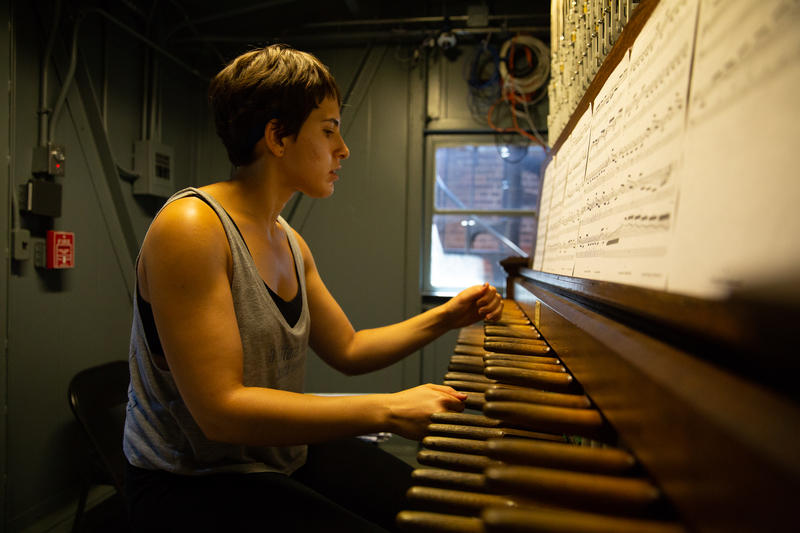Yale student and carilloneur Eva Albalghiti puts the Yale carillon through it's paces.