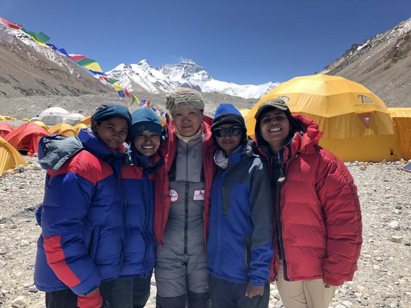 Lhakpa Sherpa (center) with Mount Everest climbers.