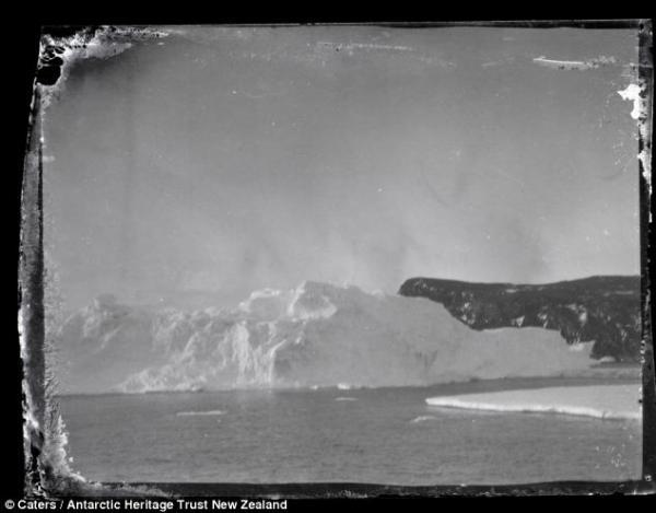 Iceberg and land, Ross Island