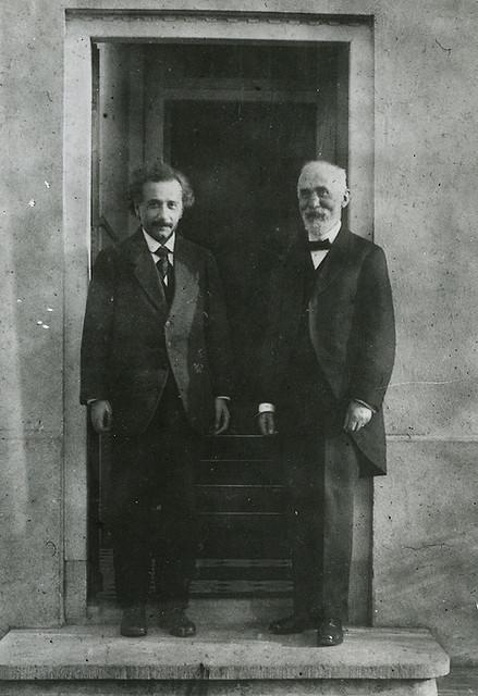 Albert Einstein (left) and Hendrik Lorentz (right) in 1921.