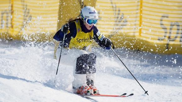 Eliza Outtrim is one her way to the women's moguls finals after a fourth-place finish in the qualifying round Thursday.