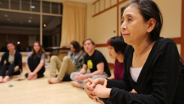 Performance Artist Eiko Otake with Wesleyan students.