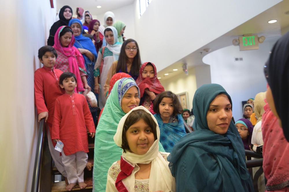 Wonderful Traditional Eid Al-Fitr Feast - escalatorshot_1  Image_104270 .jpg
