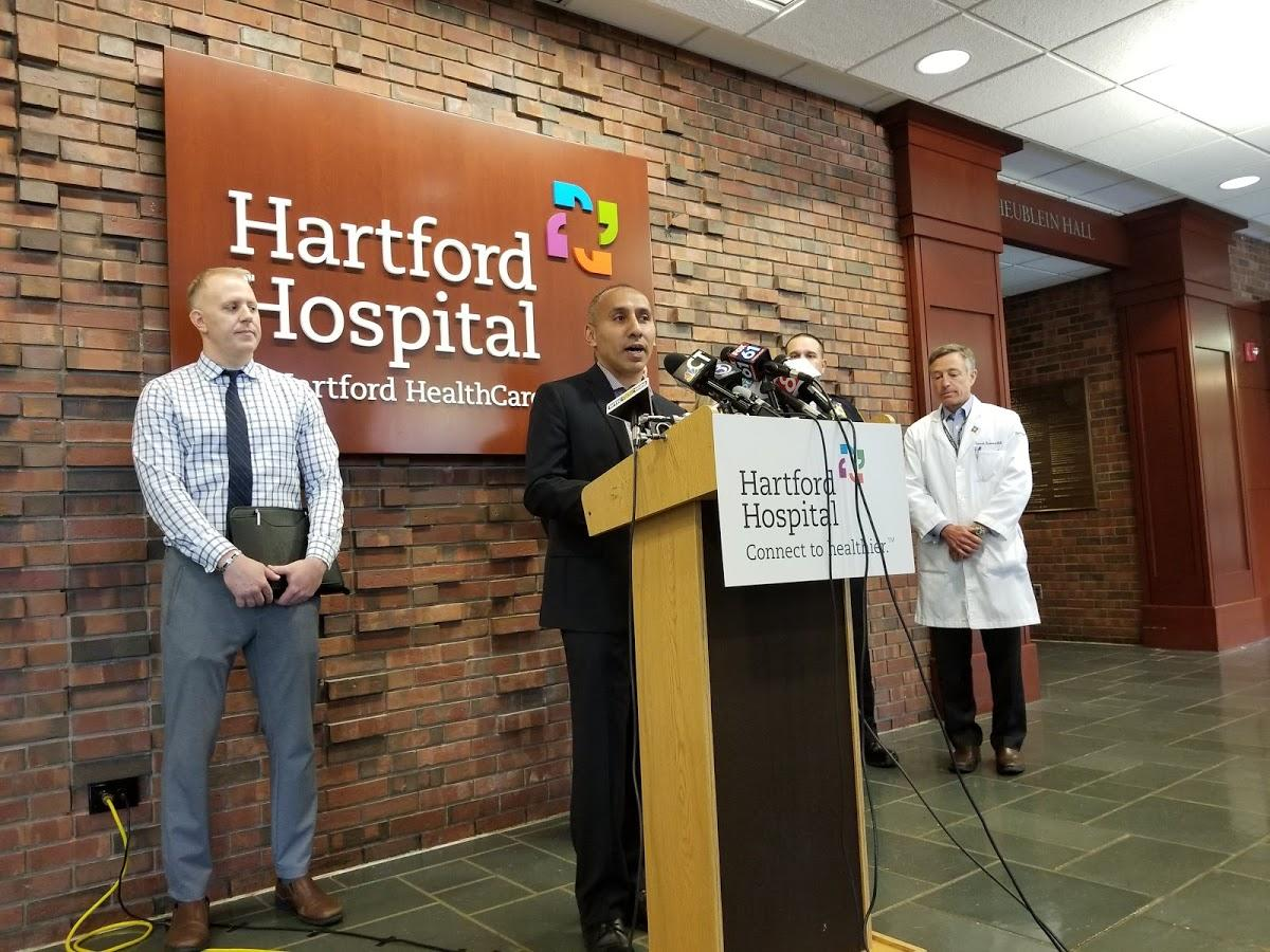 Officer stabbed in neck in Hartford