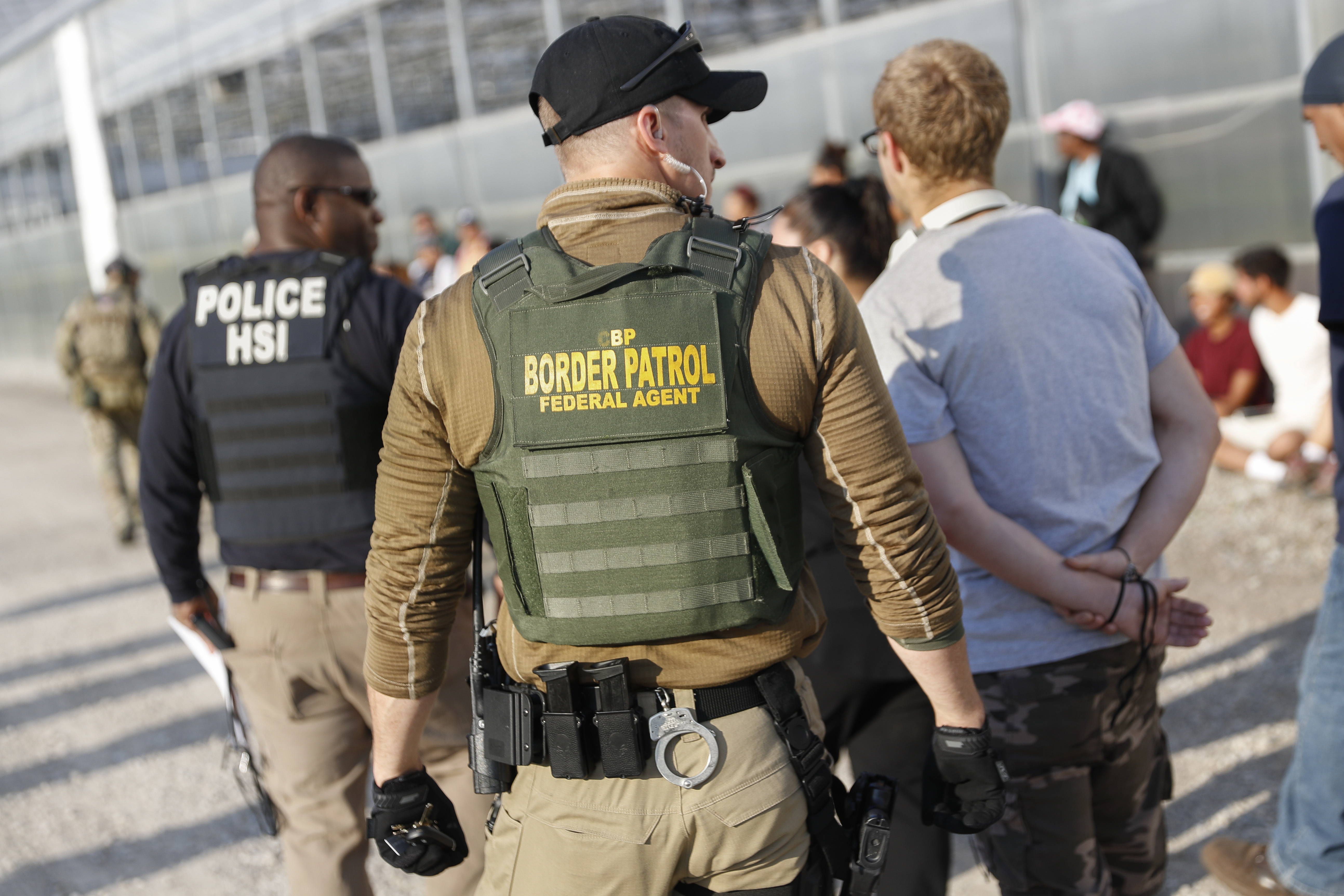immigration agents arrest 114 - HD2400×1600