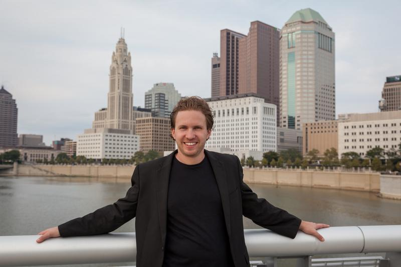 David Danzmayr in front of the Columbus skyline