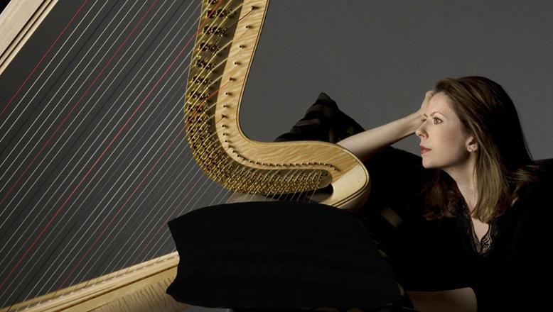 Yolanda Kondonassis her harp
